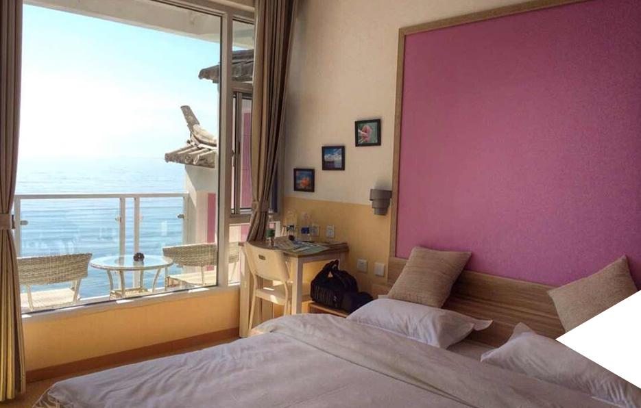 每到一个地方,婧儿都会挑选房间风景比较好的酒店入住,这样才能享受每一个晚上。