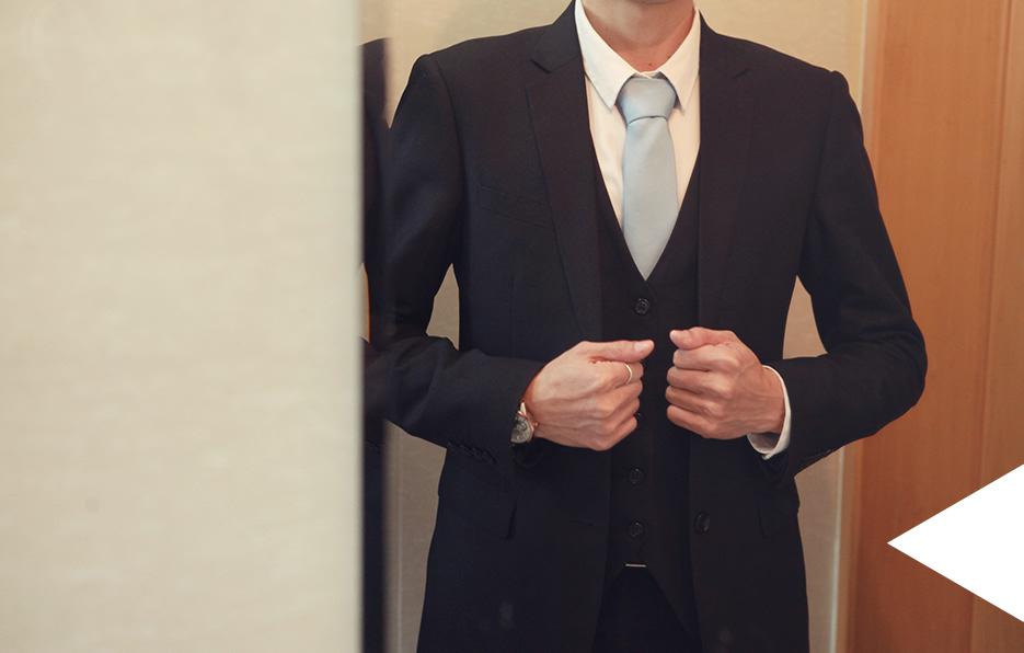 西装是男人最好的伙伴,一套讲究流线美感剪裁的西装能彰显自身独有的风格气质。轩轩爱穿西装,每天坚持装扮精神大气,是轩轩基本的生活态度。