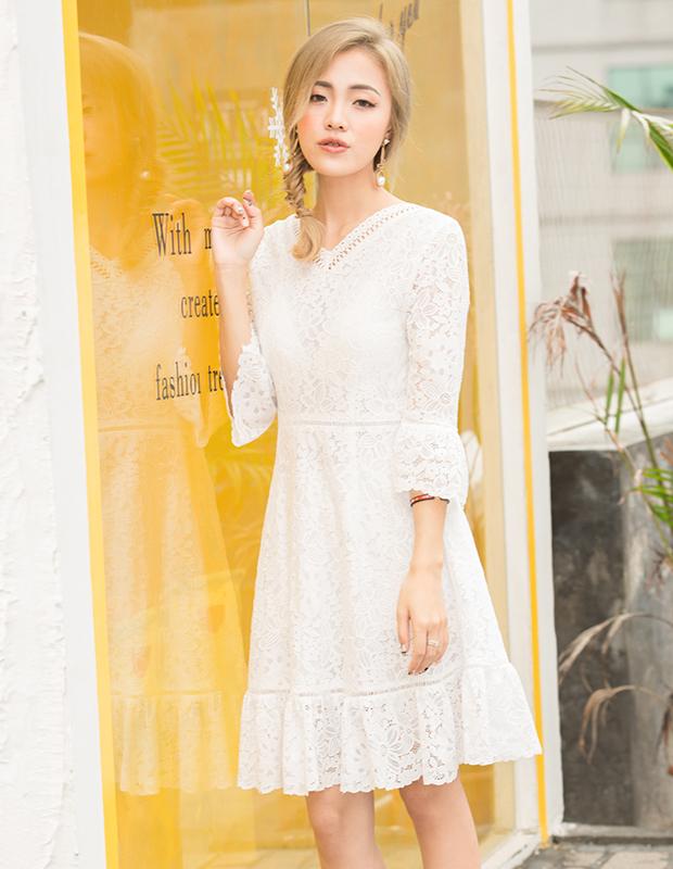 YCAQ-760 V领蕾丝喇叭袖连衣裙