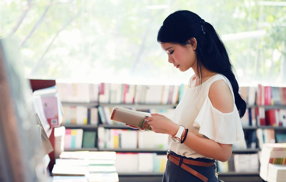 每一个周末,Yan都会在书店继续学习,经常一看就是一个下午。