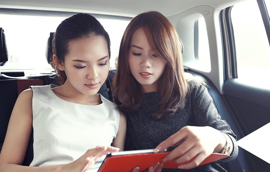 每当有临时出席的活动,梓晴只能在车上复习活动资料,短短十几分钟她就能把正常活动的流程熟记在脑海中。