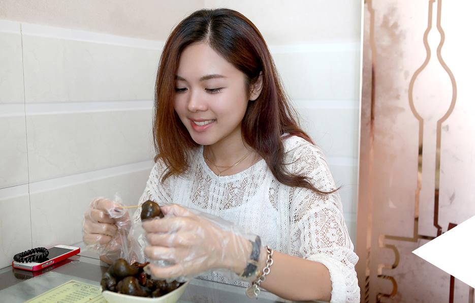 旅游的每一顿饭,婧儿会找一些店铺吃当地特色的美食,她说这样才能够品尝到跟自己家乡不一样的味道。