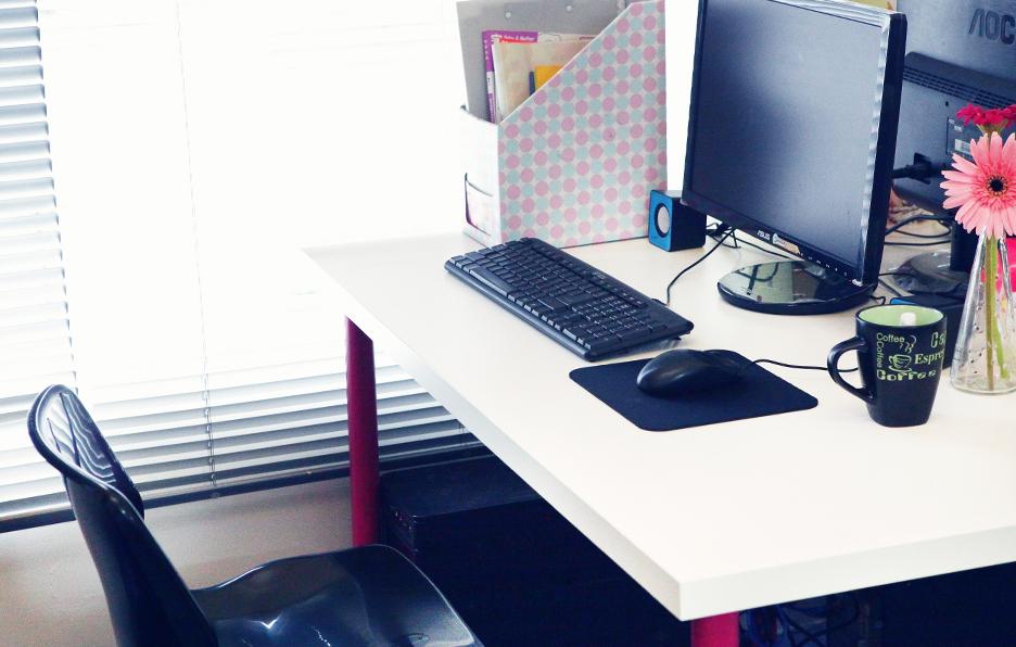 Yan经常到全国各地去进行护肤授课,所以留在办公室的时间其实并不多。