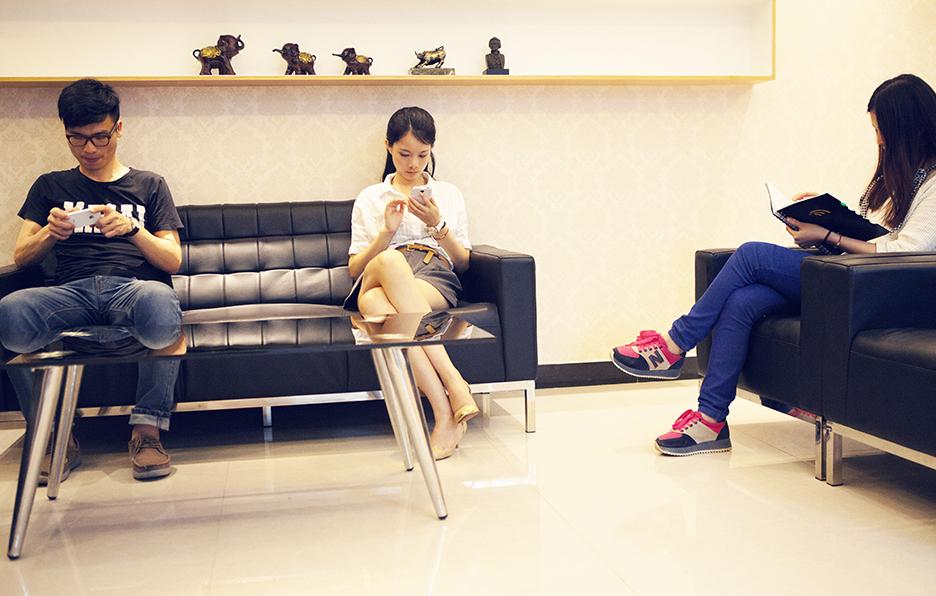 每次录制节目前,yan都会早早地到了等待就绪,为拍摄做准备。