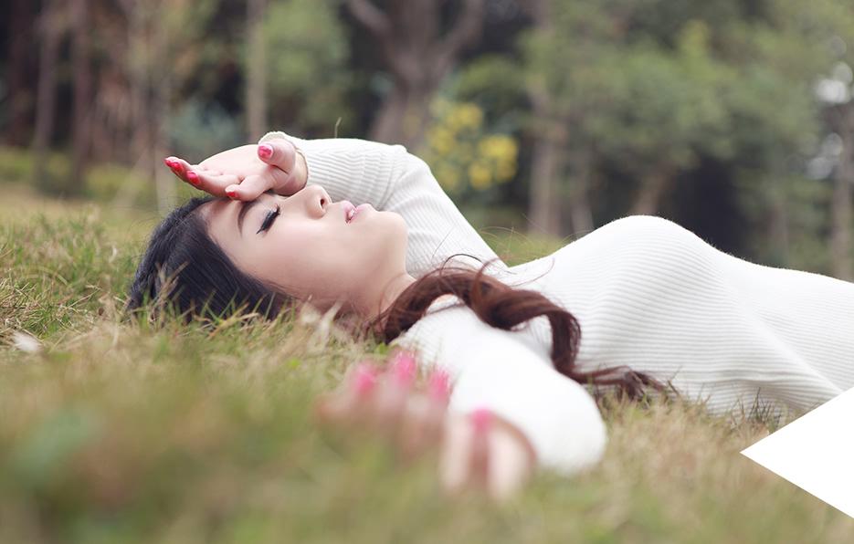 梦梦享受生活中的每一个场景,遵从内心的感觉,认真精致地生活,每一个日子都能看见欣喜,不管是发现风景或创造风景都充满乐趣。