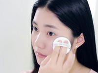 妍诗美_空气感气垫CC霜使用手法