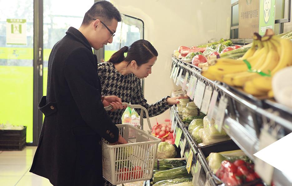 工作结束后轩轩经常会和家人一起去超市购买物品,哪怕只是简简单单的陪伴,依然开心满足。