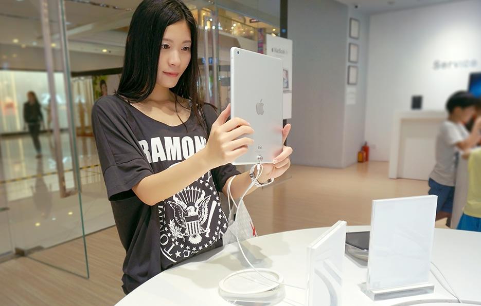 只要有空,小萍都会去3C产品的店看一下,选到合适的她就会买下,在这方面小萍从来不会吝啬。