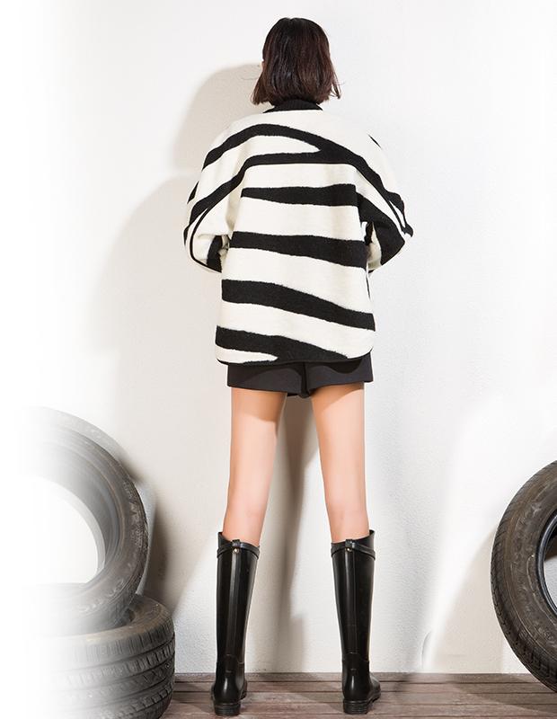 【伊霓裳】YCDL5-287 廓形斑马纹呢外套